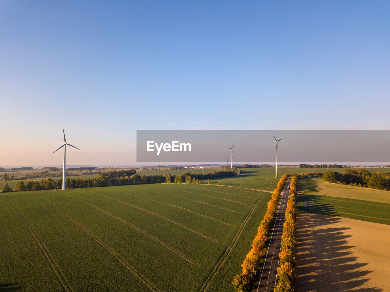 wind turbine, renewable energy, turbine, environment, environmental conservation, fuel and power generation, alternative energy, sky, wind power, landscape, field, nature, rural scene, copy space, scenics - nature, beauty in nature, land, no people, blue, green color, outdoors, sustainable resources