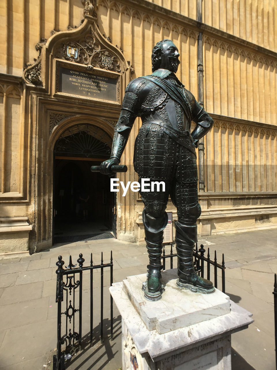 statue, sculpture, human representation, male likeness, art and craft, history, architecture, built structure, travel destinations, day, building exterior, standing, outdoors, full length, no people, chess piece
