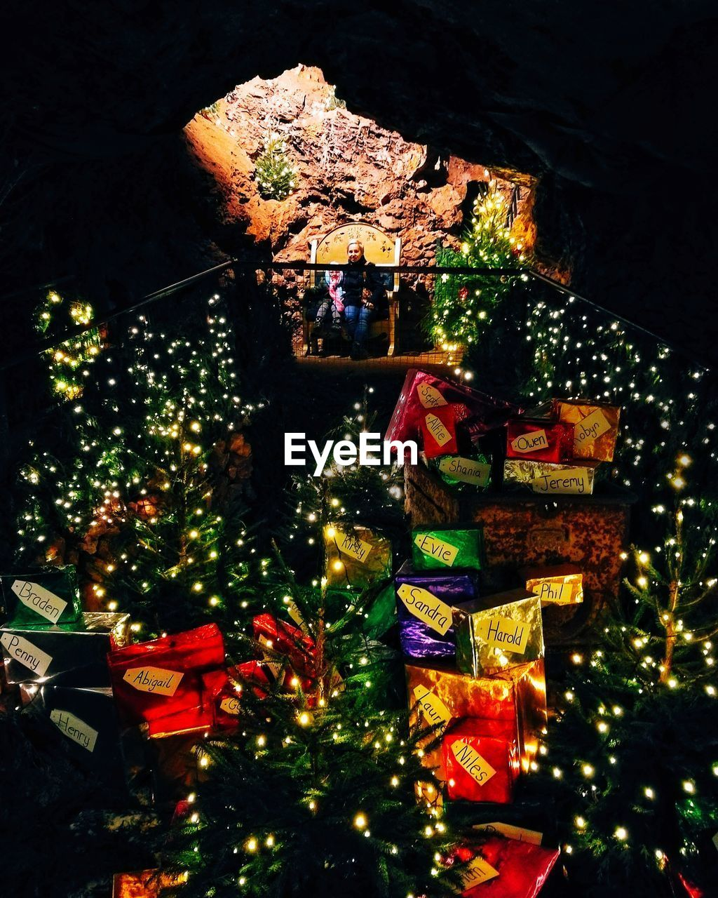christmas, christmas tree, illuminated, night, christmas decoration, celebration, tree, christmas lights, no people, built structure, architecture, outdoors, multi colored, building exterior, sky