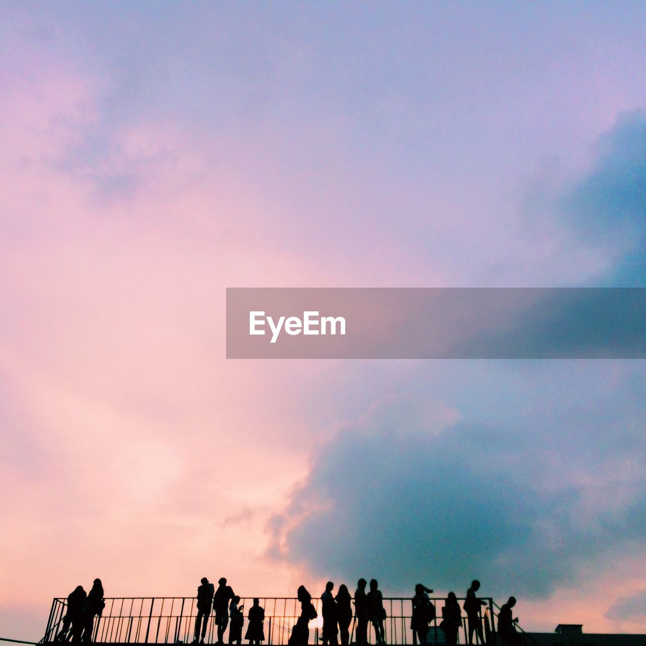 large group of people, sky, cloud - sky, sunset, men, women, leisure activity, real people, lifestyles, silhouette, togetherness, outdoors, beauty in nature, low angle view, nature, scenics, crowd, day, people