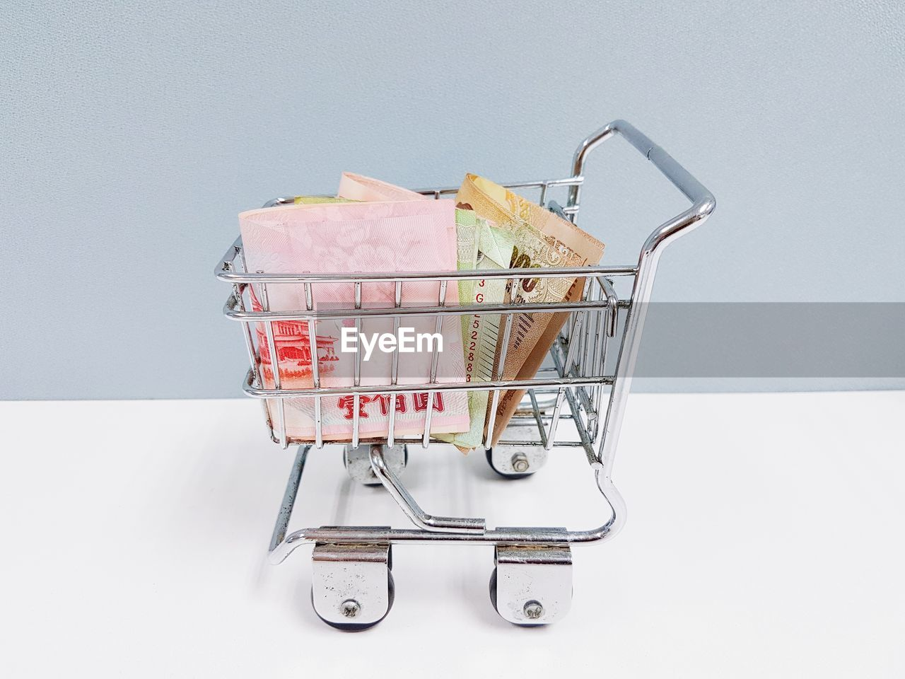 shopping cart, shopping, studio shot, indoors, no people, still life, consumerism, white background, retail, supermarket, close-up, cut out, copy space, food and drink, food, metal, group of objects, large group of objects, abundance, container, shopping basket, groceries
