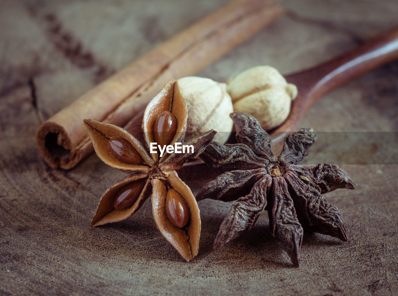food, spice, food and drink, still life, close-up, star anise, no people, ingredient, freshness, wood - material, table, star shape, spoon, eating utensil, kitchen utensil, focus on foreground, brown, cinnamon, healthy eating, wellbeing, anise, cardamom