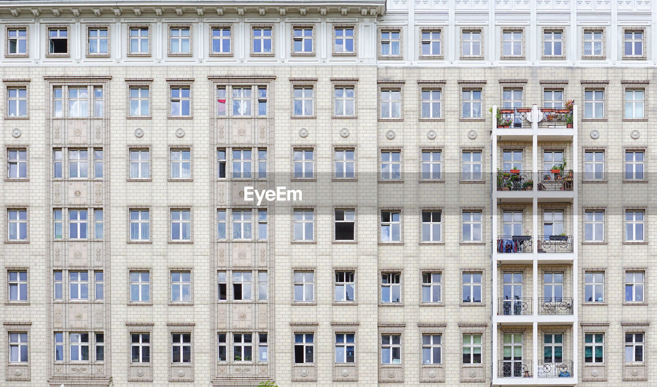 architecture, window, built structure, building exterior, building, full frame, city, backgrounds, residential district, no people, day, repetition, pattern, side by side, low angle view, outdoors, modern, in a row, office building exterior, office, apartment