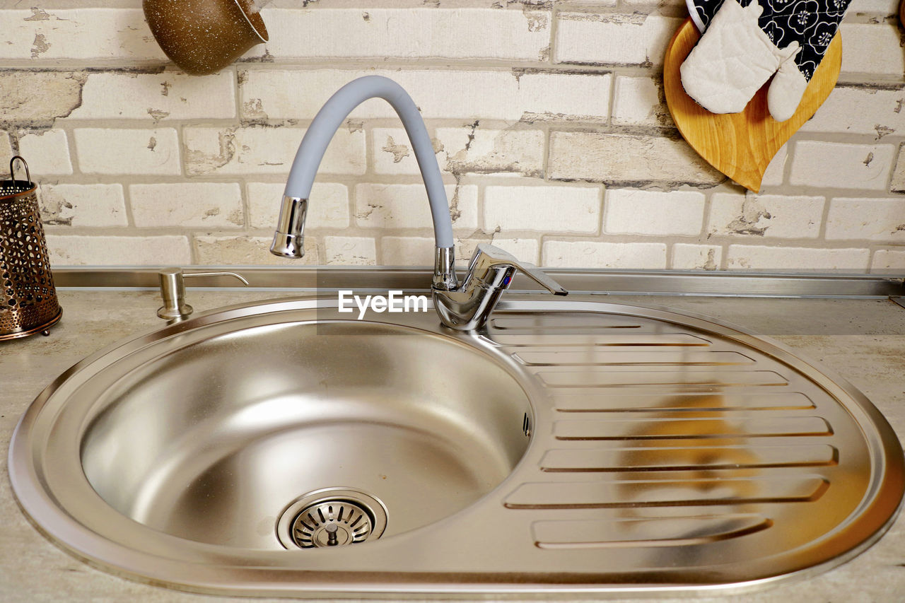 sink, household equipment, domestic kitchen, kitchen, home, domestic room, faucet, kitchen sink, indoors, housework, domestic life, hygiene, home interior, metal, water, washing dishes, washing, cleaning, lifestyles, no people, steel, running water, crockery