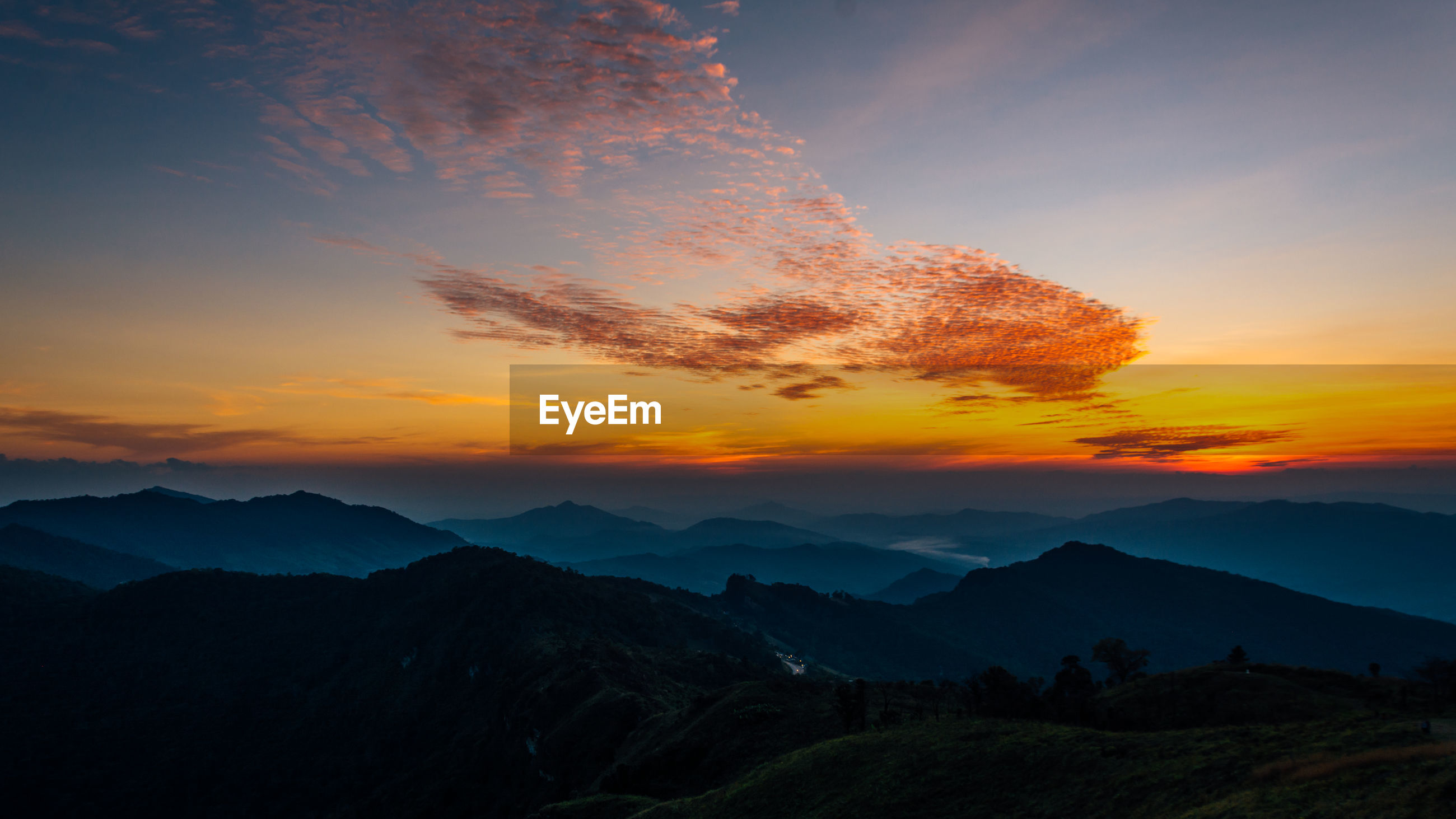SCENIC VIEW OF SUNSET OVER MOUNTAIN