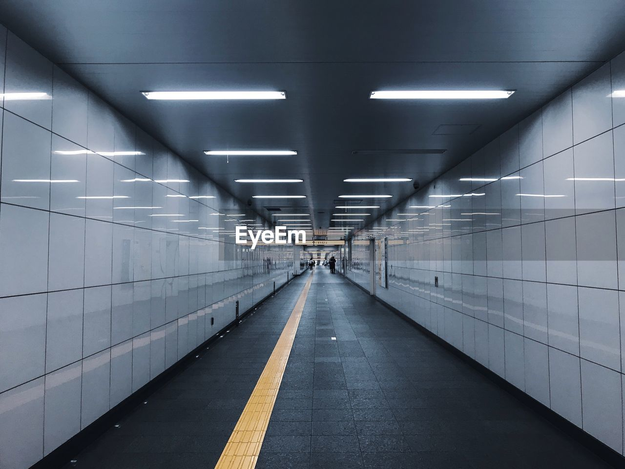 illuminated, direction, architecture, the way forward, transportation, lighting equipment, indoors, diminishing perspective, ceiling, wall - building feature, built structure, flooring, tile, tunnel, subway, light, empty, public transportation, electric light, no people, underground walkway, tiled floor, underpass