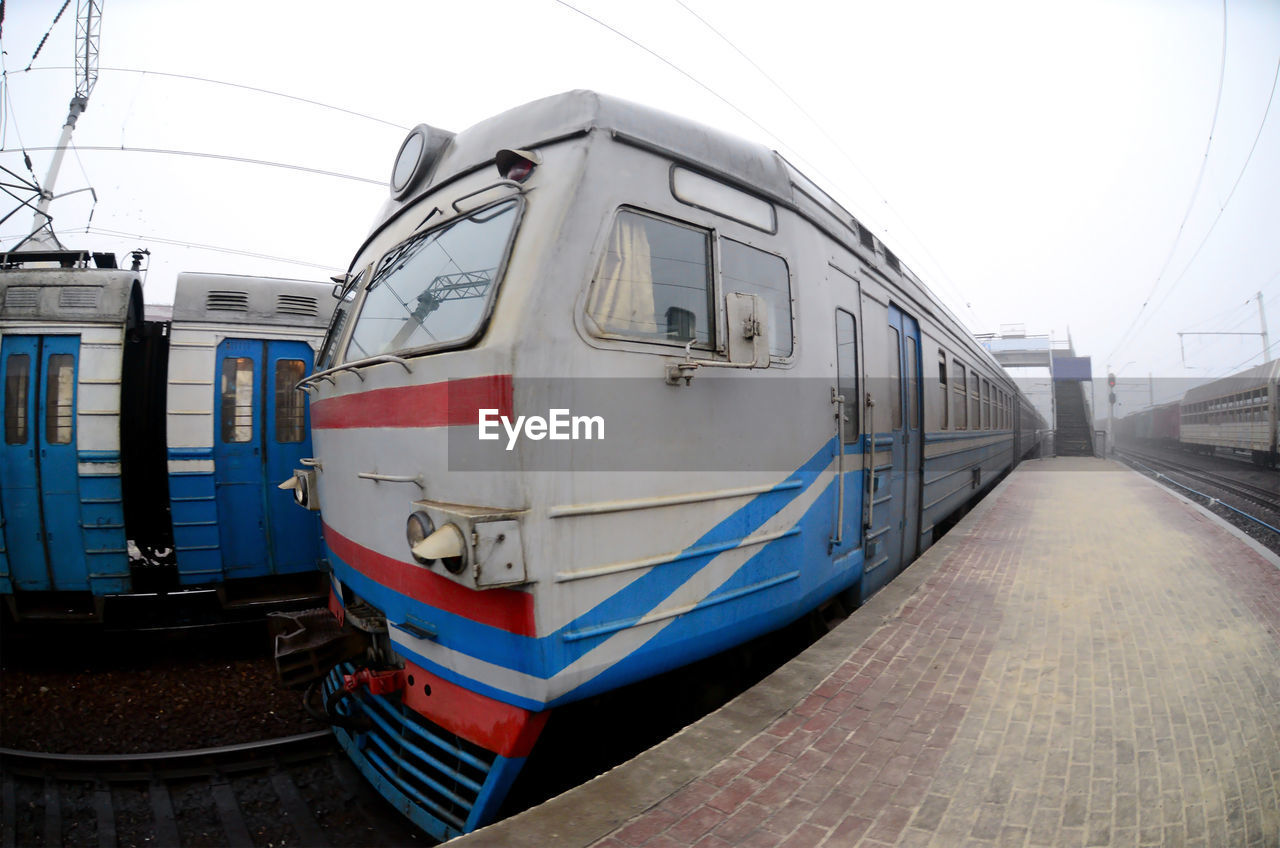 rail transportation, transportation, mode of transportation, public transportation, track, railroad track, train, train - vehicle, sky, cable, passenger train, travel, day, land vehicle, nature, no people, railroad station platform, clear sky, railroad station, architecture, power supply