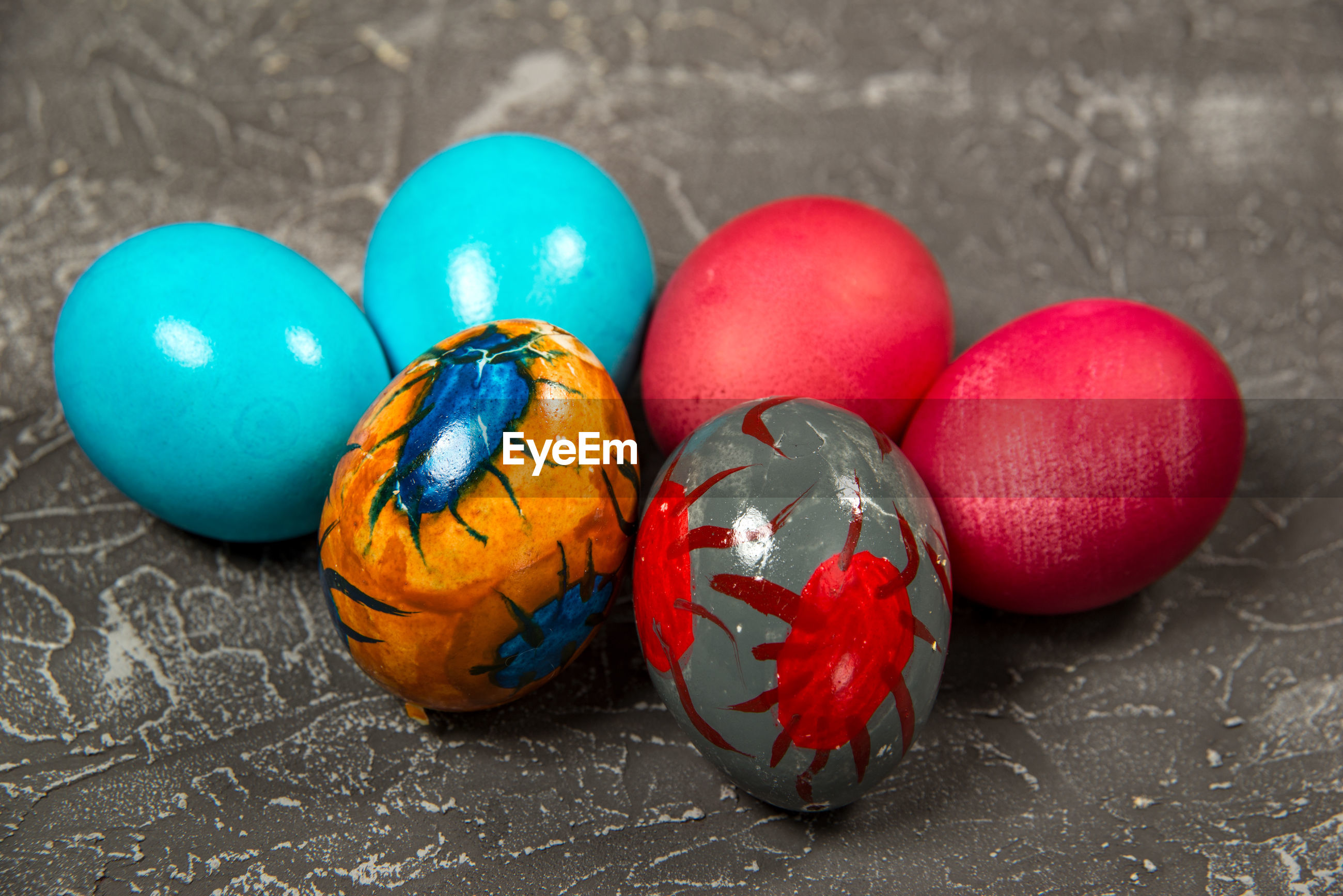 HIGH ANGLE VIEW OF MULTI COLORED EGGS ON STREET