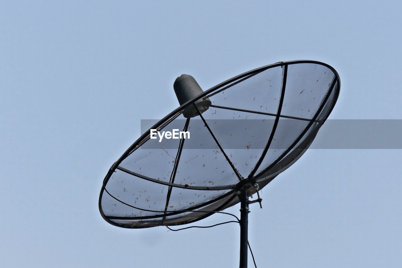 sky, low angle view, technology, nature, clear sky, no people, blue, connection, satellite, satellite dish, day, antenna - aerial, communication, outdoors, metal, telecommunications equipment, copy space, television aerial, single object, cut out, global communications, electrical equipment