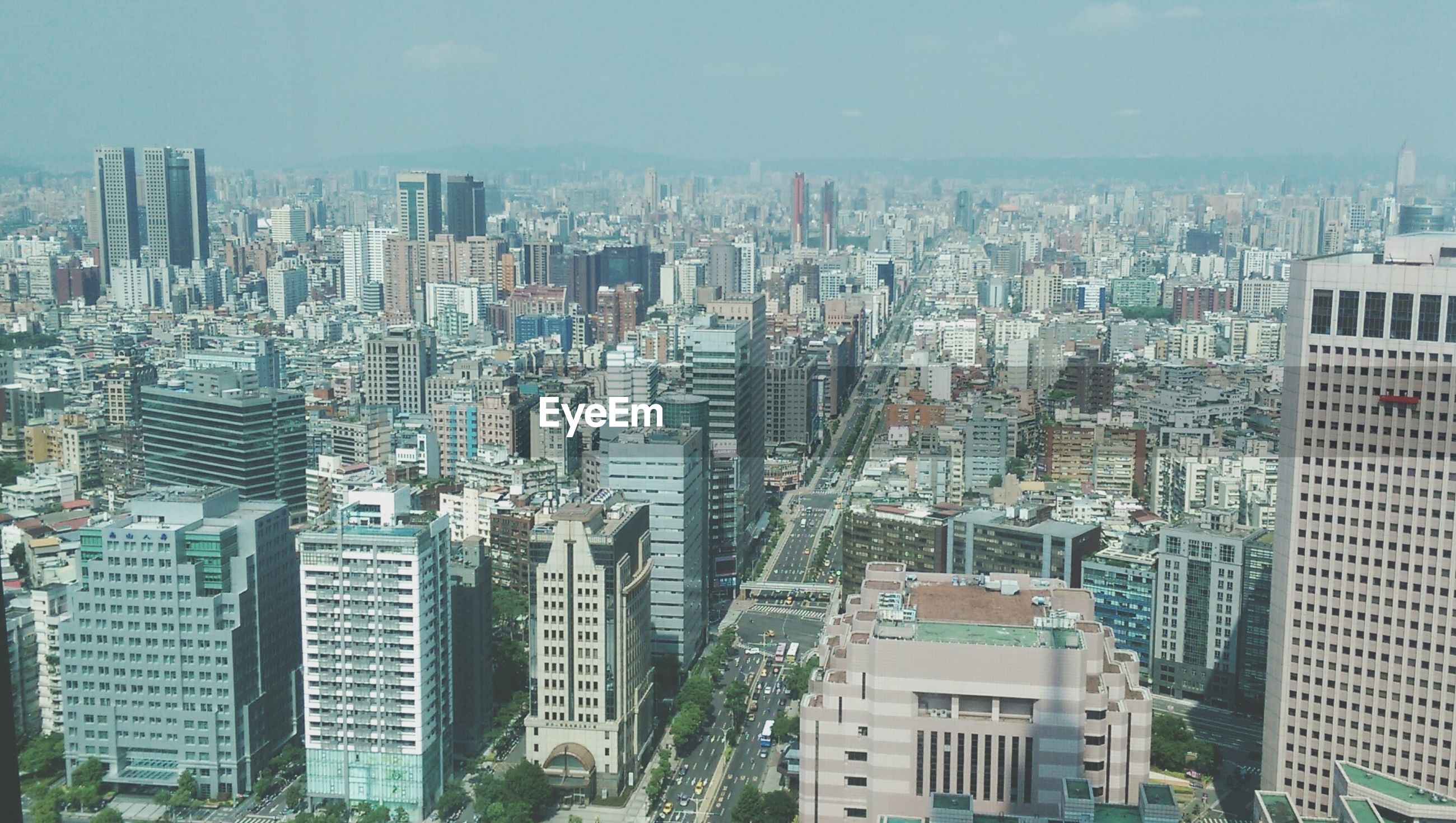 city, cityscape, building exterior, architecture, skyscraper, built structure, crowded, modern, office building, tower, tall - high, high angle view, urban skyline, financial district, residential district, city life, sky, capital cities, residential building, aerial view