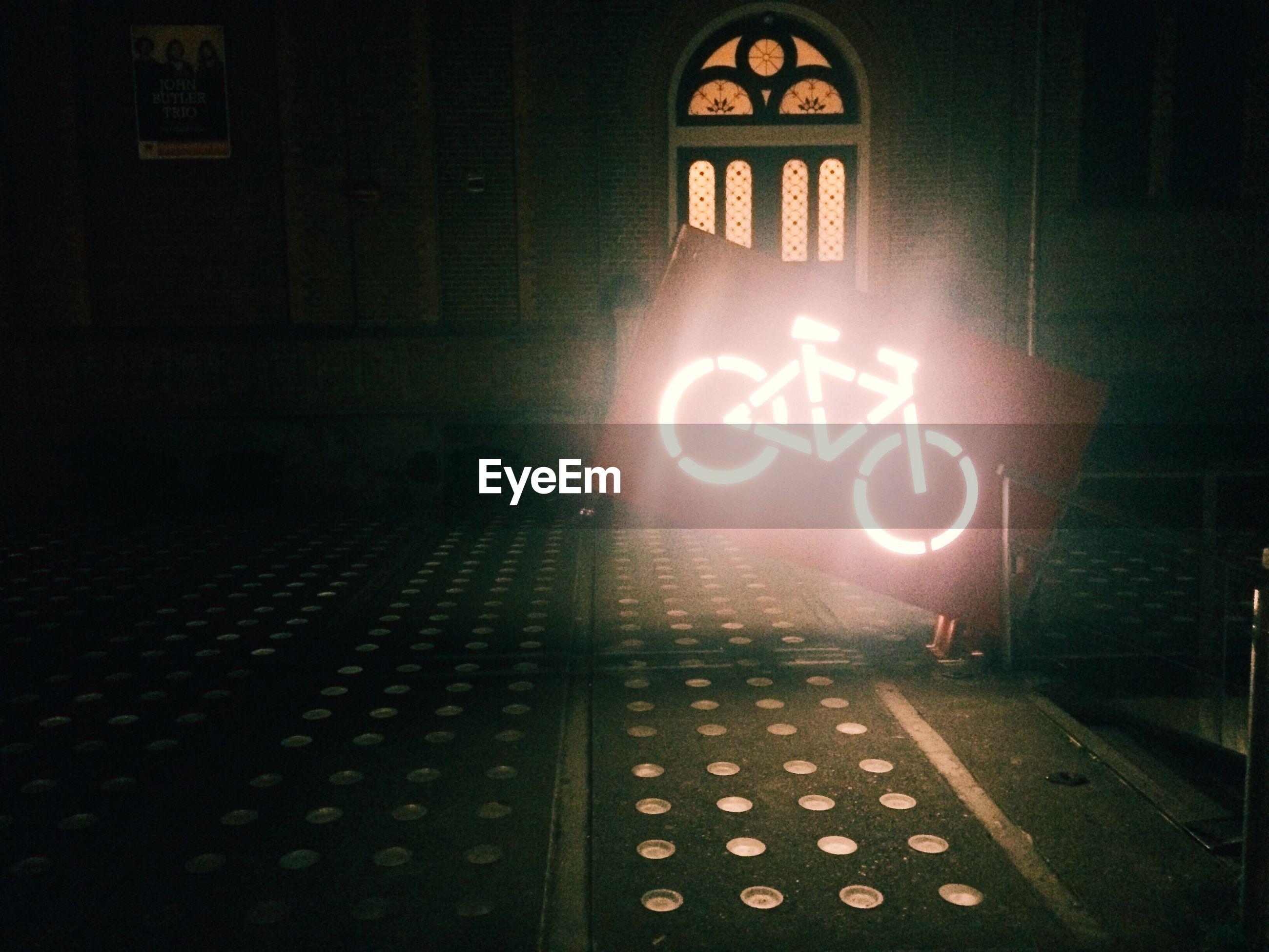 INFORMATION SIGN ON ILLUMINATED LIGHT