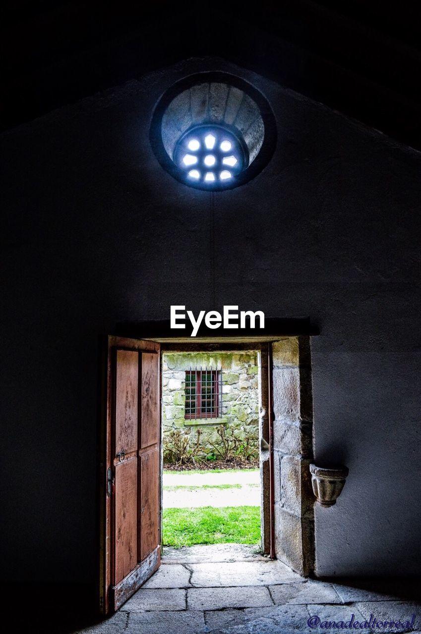 indoors, architecture, built structure, no people, door, doorway, abandoned, day, open door, entry