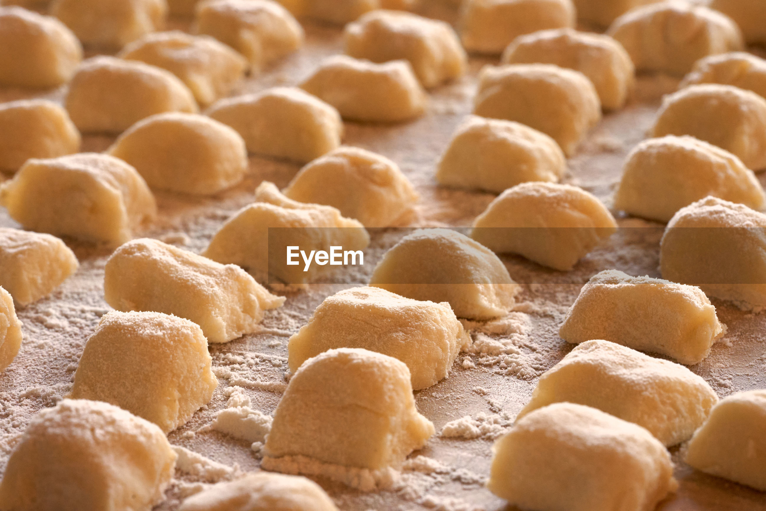 HIGH ANGLE VIEW OF COOKIES IN ROW