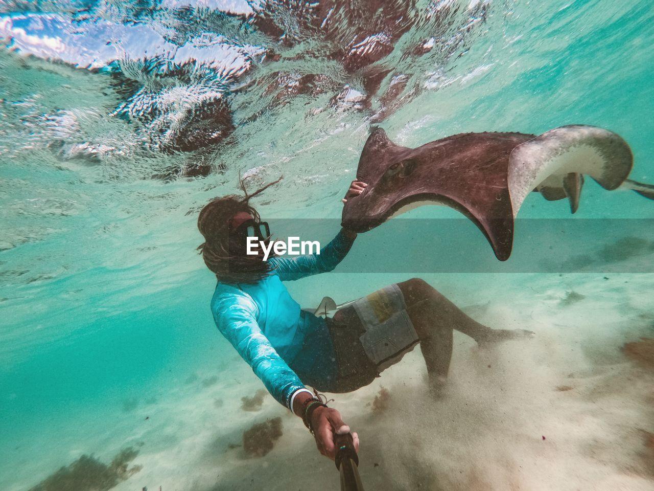 sea, water, underwater, swimming, undersea, sport, aquatic sport, one person, full length, adventure, real people, nature, leisure activity, exploration, lifestyles, scuba diving, outdoors, marine, snorkeling, eyewear