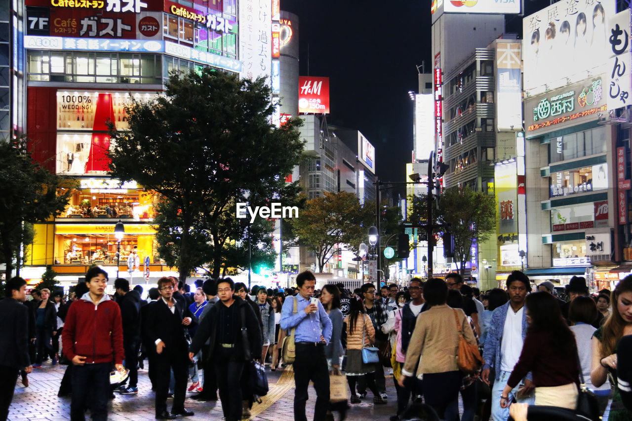 large group of people, illuminated, city, night, crowd, building exterior, architecture, city life, built structure, outdoors, real people, neon, people