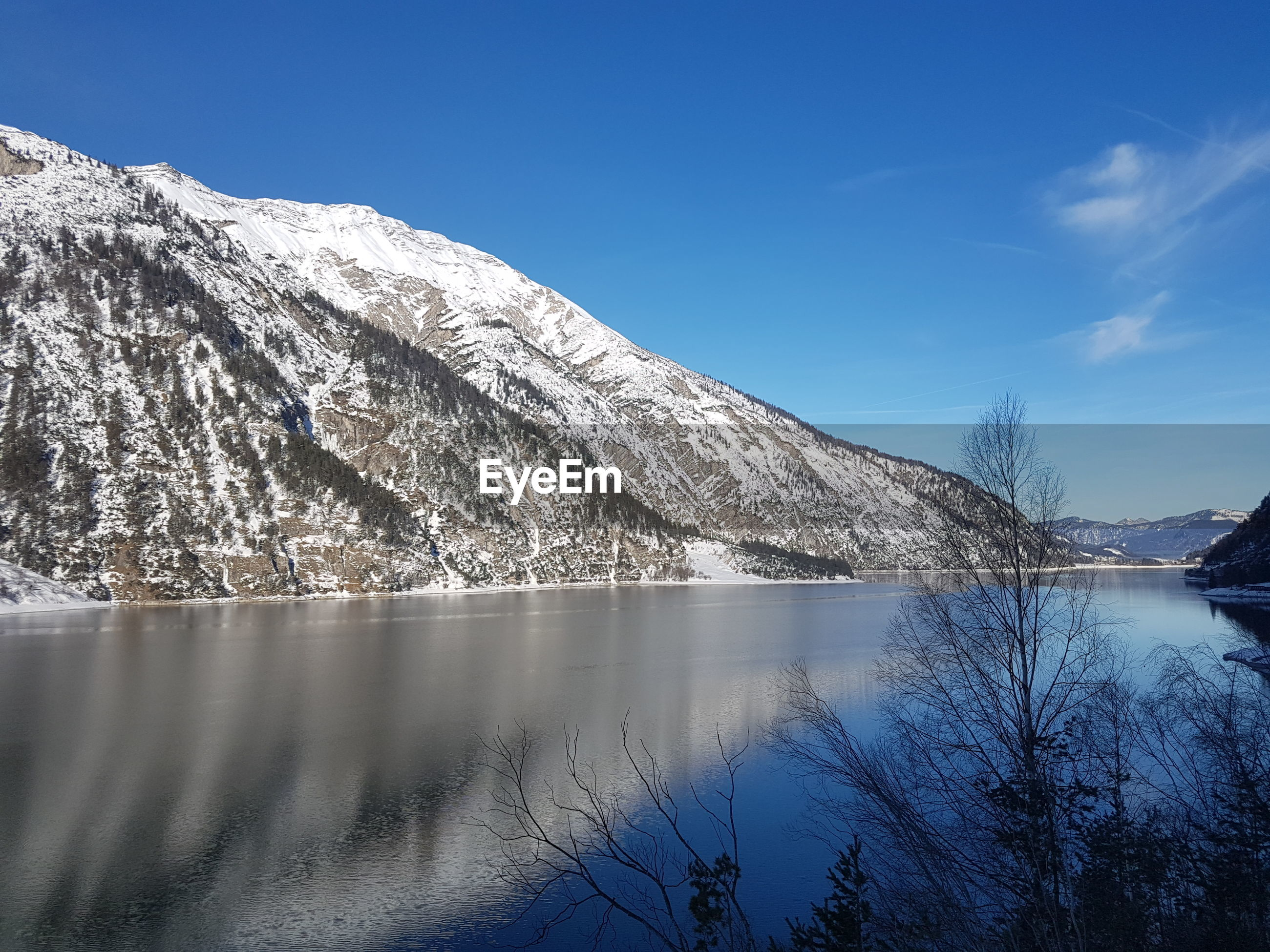 LOW ANGLE VIEW OF LAKE AGAINST MOUNTAIN