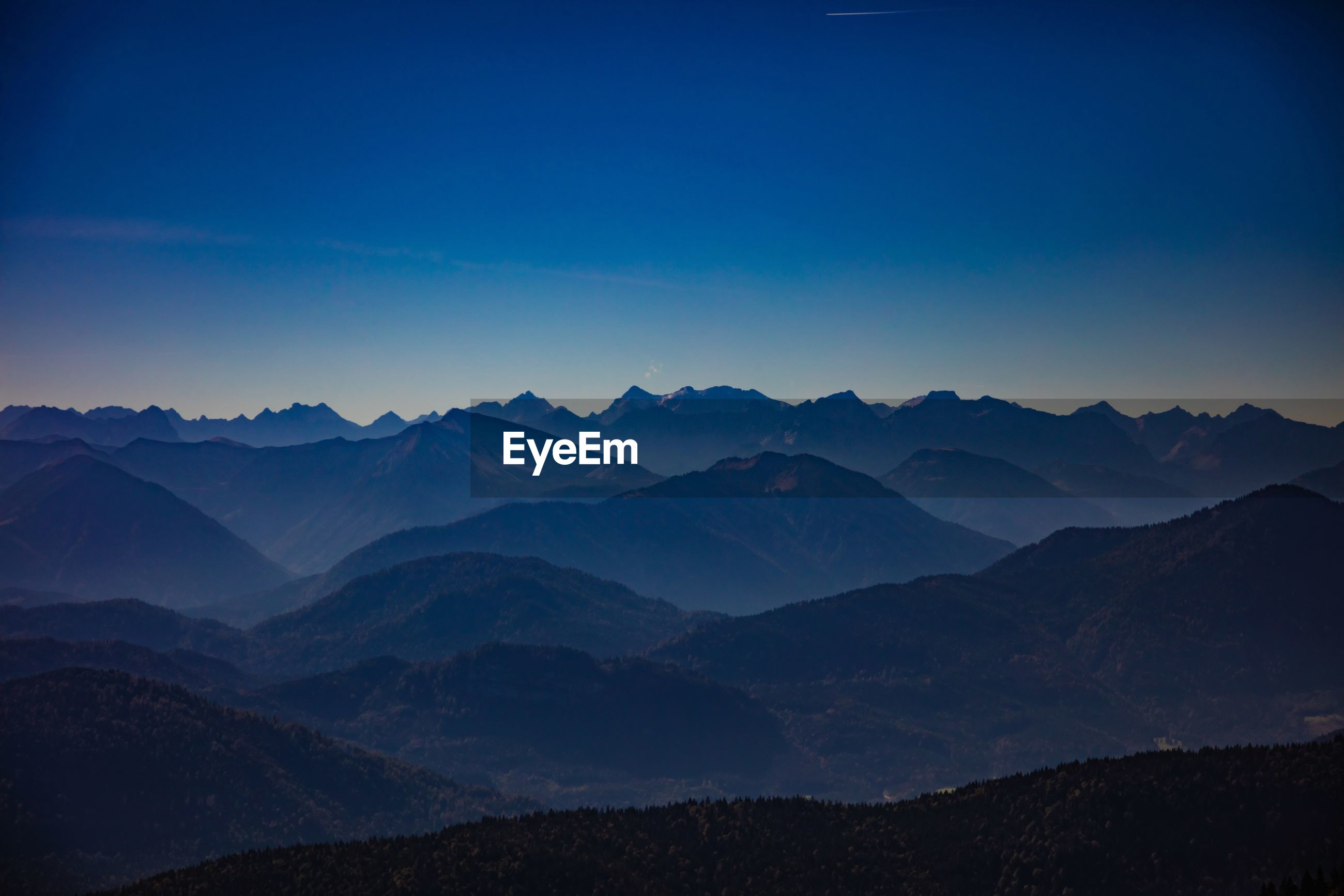 SCENIC VIEW OF MOUNTAIN RANGE AGAINST CLEAR BLUE SKY