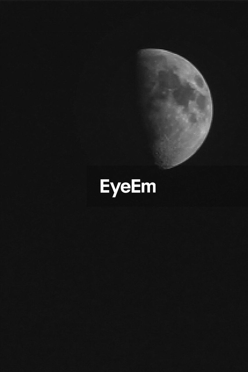 moon, astronomy, night, nature, copy space, moon surface, low angle view, planetary moon, beauty in nature, space exploration, scenics, sky, tranquility, space, tranquil scene, half moon, no people, clear sky, outdoors