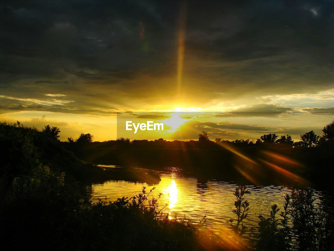 sunset, sky, cloud - sky, water, beauty in nature, scenics - nature, tranquil scene, tranquility, reflection, tree, sun, silhouette, sunlight, no people, lake, plant, nature, orange color, idyllic, lens flare, outdoors