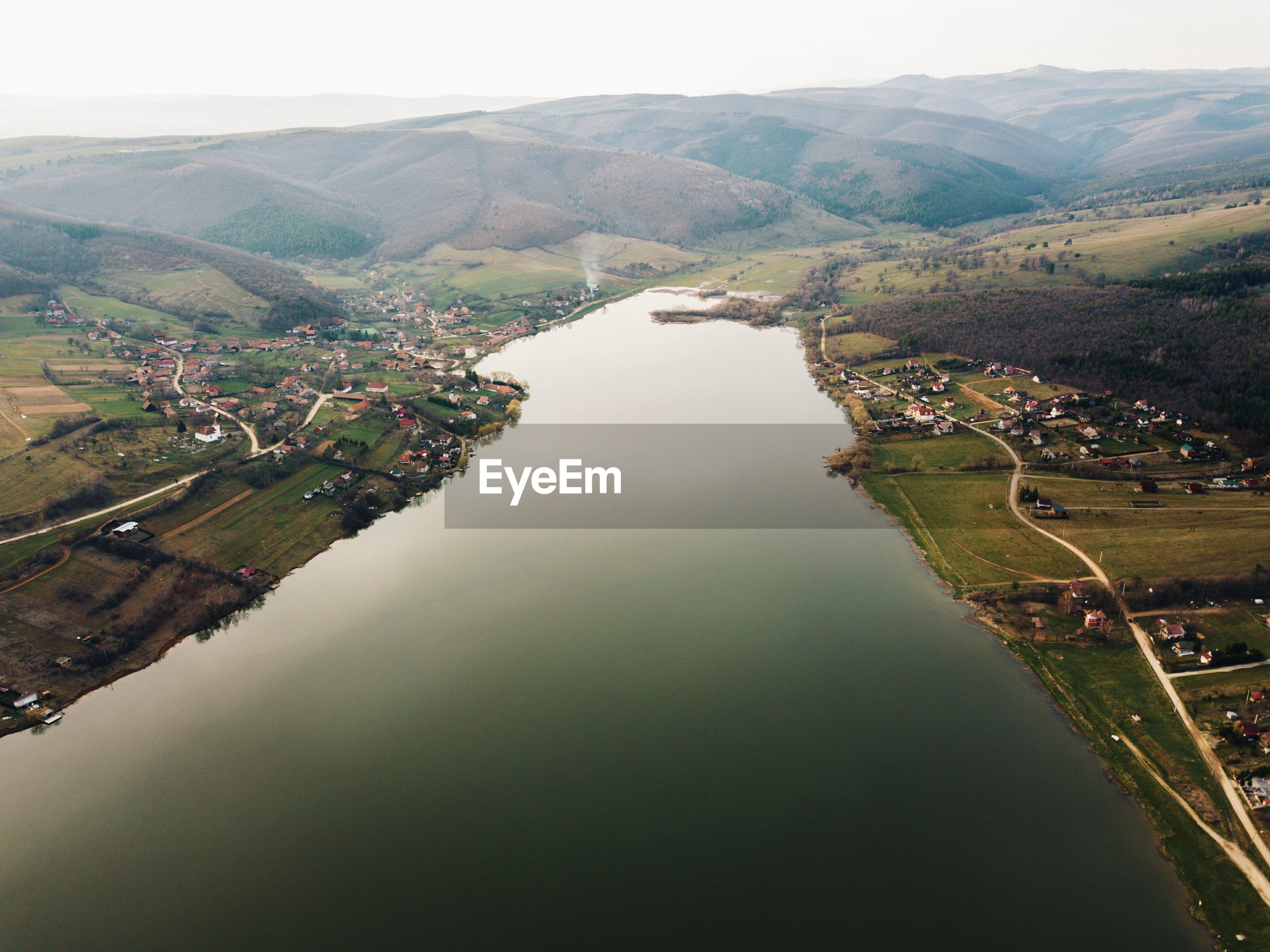 HIGH ANGLE VIEW OF RIVER AMIDST LAND