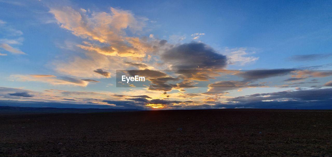 sky, cloud - sky, sunset, beauty in nature, tranquility, scenics - nature, tranquil scene, land, nature, environment, horizon, landscape, no people, non-urban scene, idyllic, horizon over land, outdoors, field, sea, beach