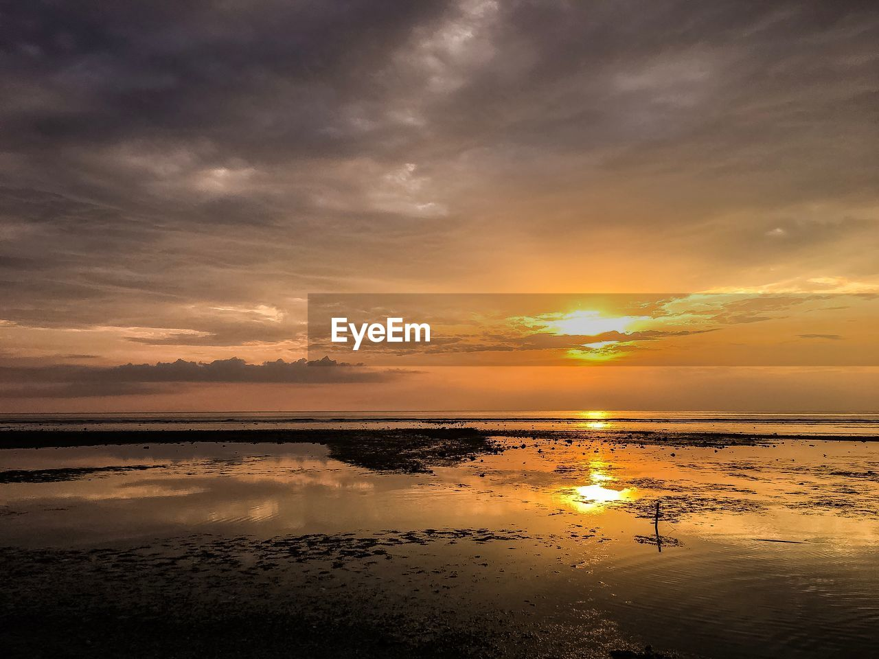 sunset, reflection, beauty in nature, scenics, water, tranquility, nature, tranquil scene, sky, beach, cloud - sky, sea, no people, sun, outdoors