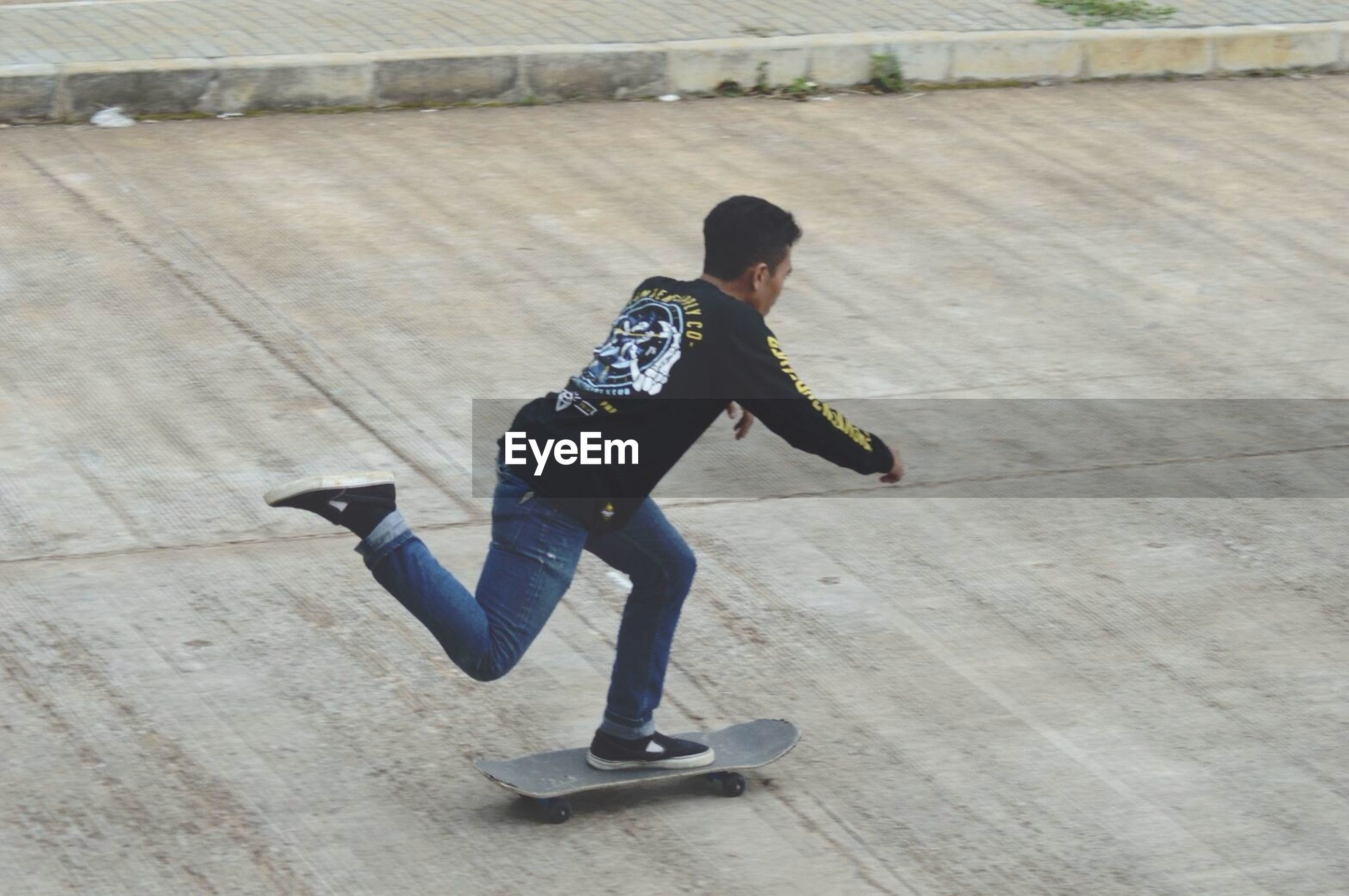 skateboard, full length, teenager, one teenage boy only, youth culture, child, skill, one person, childhood, casual clothing, leisure activity, skateboard park, fun, skating, motion, sport, real people, people, jumping, stunt, sports ramp, excitement, happiness, cheerful, day, outdoors, digital native