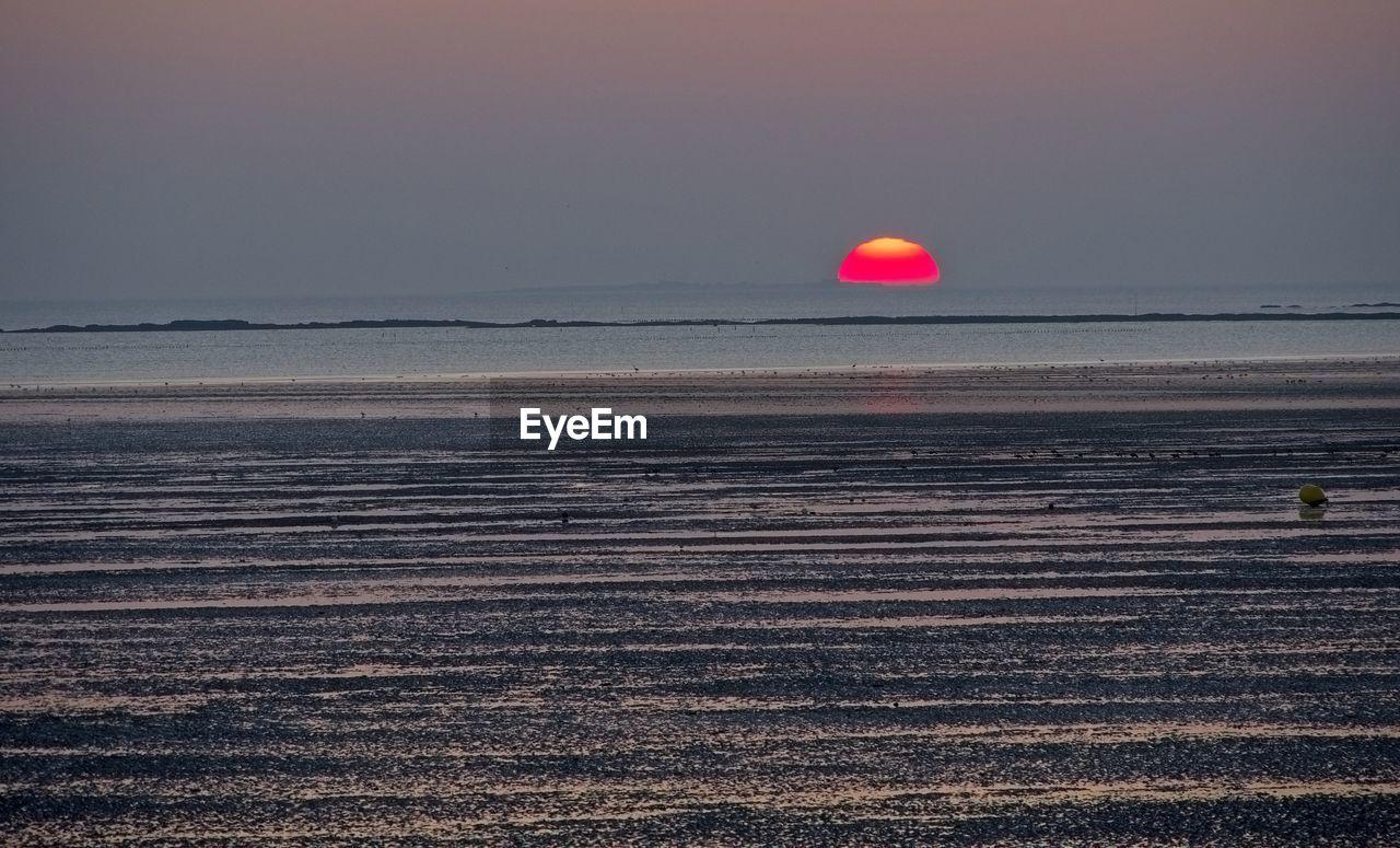sky, sea, horizon over water, scenics - nature, horizon, water, beauty in nature, tranquil scene, sunset, beach, tranquility, nature, land, idyllic, no people, non-urban scene, sun, outdoors, remote