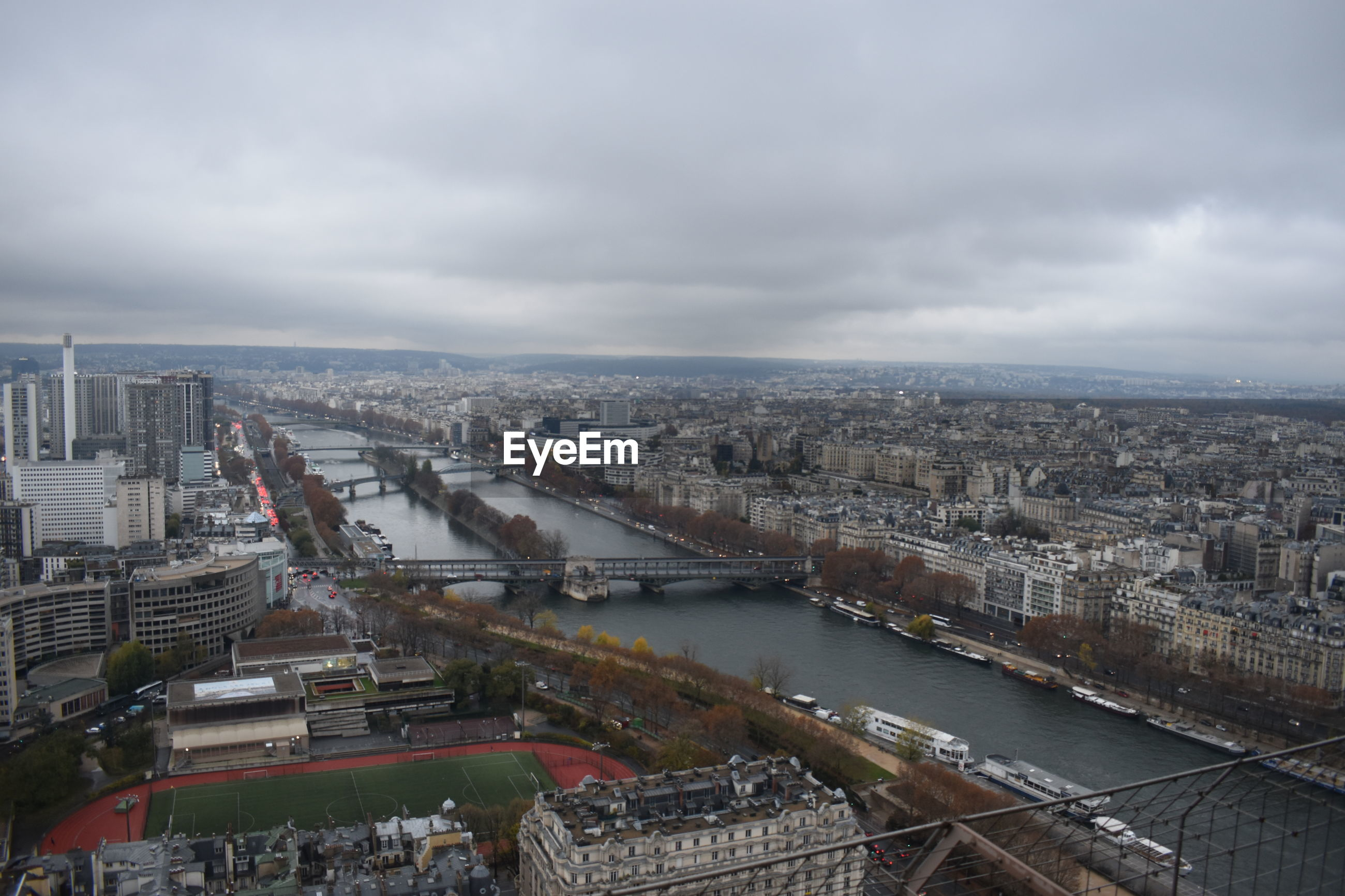HIGH ANGLE VIEW OF RIVER BY BUILDINGS AGAINST SKY