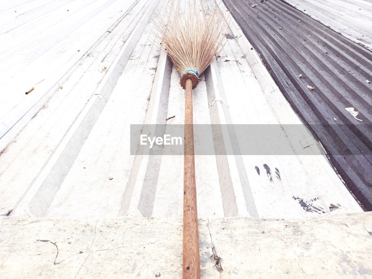 wood - material, high angle view, no people, broom, day, cleaning equipment, cleaning, sweeping, hygiene, outdoors, flooring, still life, nature, pattern, equipment, wall - building feature, single object, white color, gardening, clean