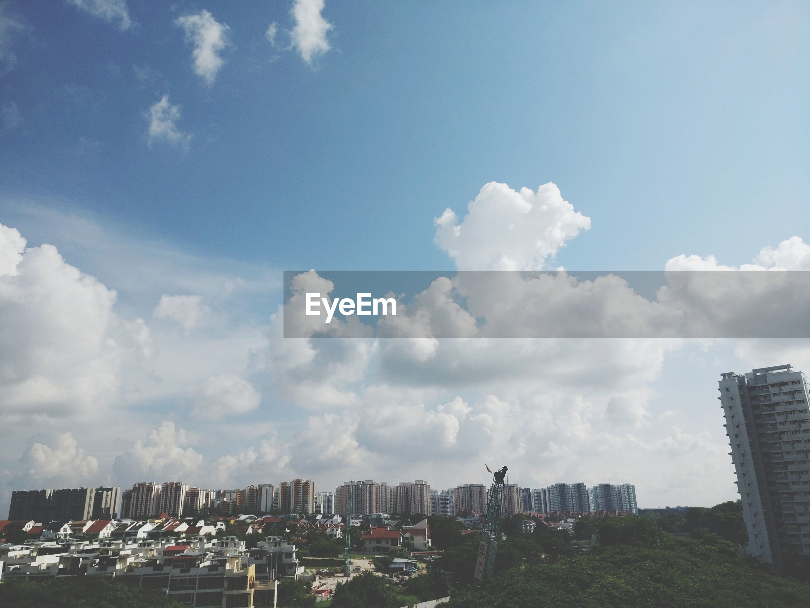 architecture, building exterior, city, sky, cloud - sky, built structure, cityscape, day, outdoors, skyscraper, no people, city life, urban skyline, modern, nature