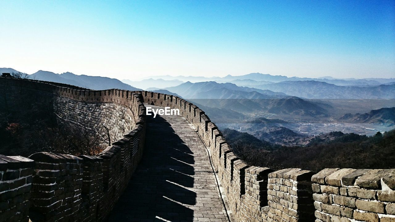 Great wall of china against sky on sunny day
