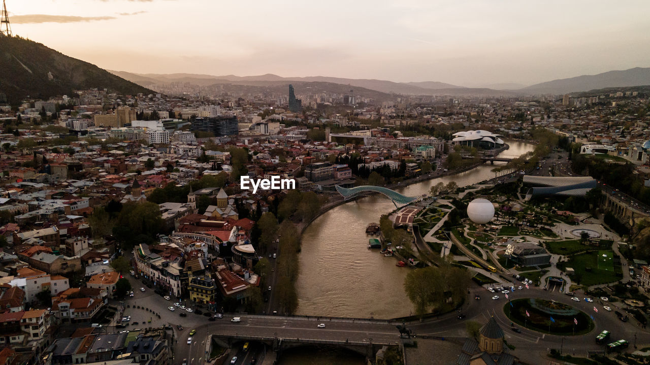 HIGH ANGLE VIEW OF CITY AT RIVER