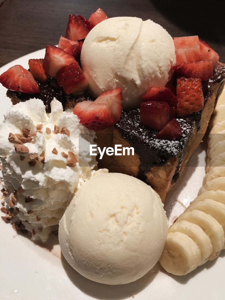 sweet food, dessert, food and drink, ice cream, frozen food, food, indulgence, still life, ready-to-eat, temptation, freshness, unhealthy eating, close-up, serving size, no people, scoop shape, frozen sweet food, indoors, cream, ice cream sundae, dessert topping, day