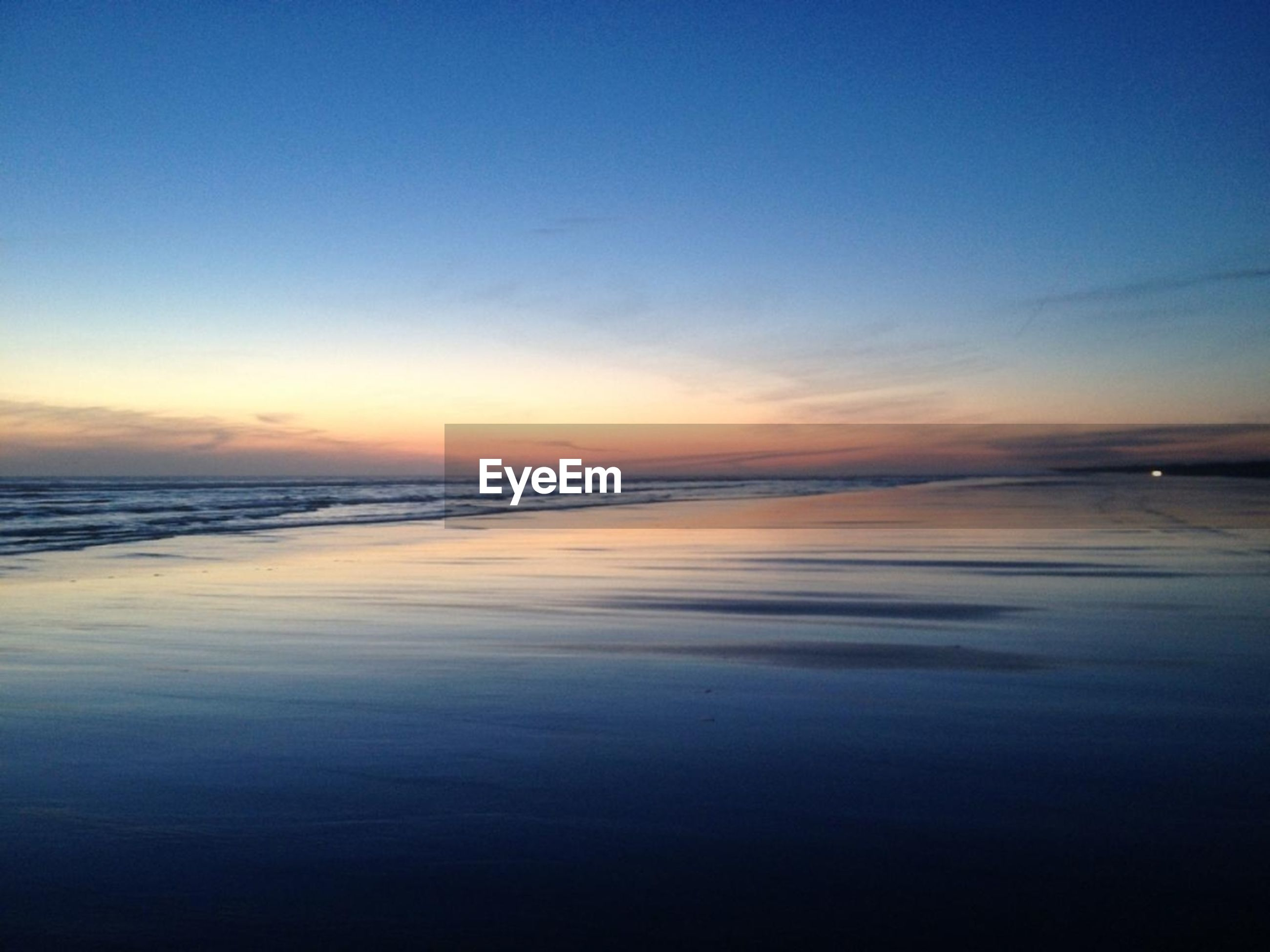sea, water, scenics, horizon over water, tranquil scene, beauty in nature, beach, sunset, tranquility, sky, shore, nature, idyllic, reflection, wave, blue, copy space, sand, dusk, outdoors