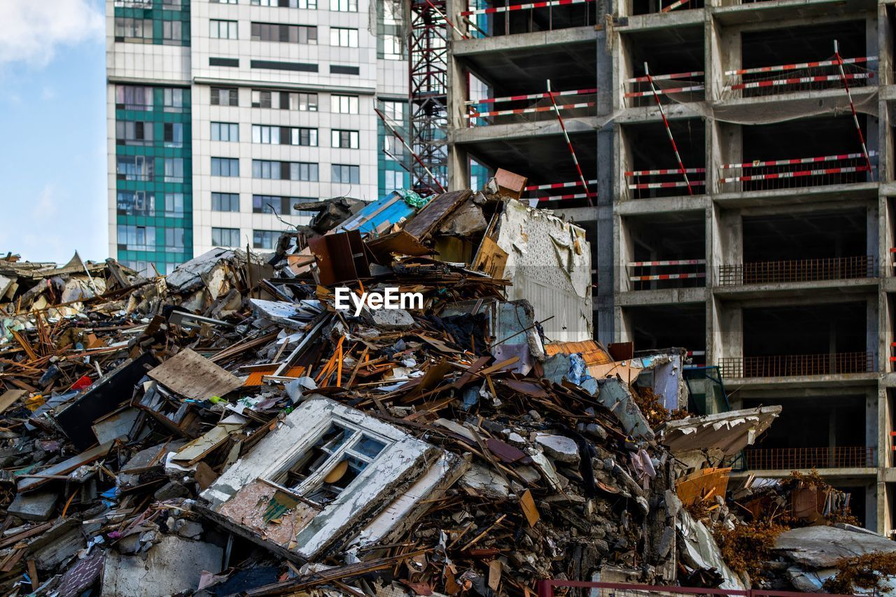 damaged, stack, abandoned, day, garbage, obsolete, junkyard, metal, environmental issues, built structure, garbage dump, no people, heap, architecture, building exterior, outdoors, demolished, pollution, industry, transportation, deterioration, ruined