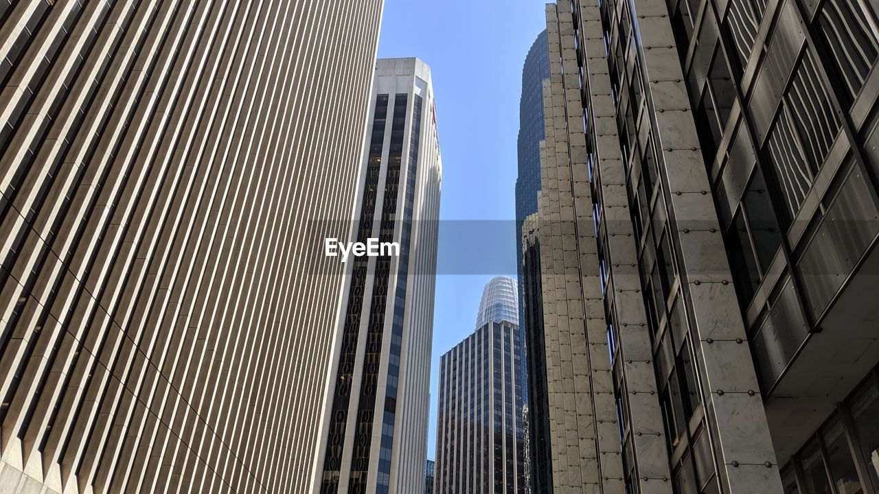 architecture, building exterior, building, built structure, low angle view, city, sky, office building exterior, tall - high, no people, modern, clear sky, day, tower, skyscraper, office, nature, outdoors, sunlight, pattern, financial district