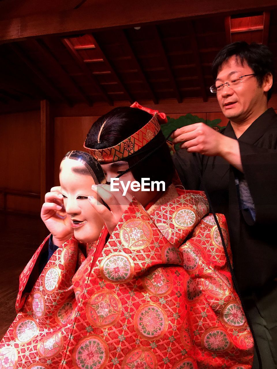 traditional clothing, real people, kimono, cultures, smiling, costume, two people, togetherness, young adult, lifestyles, happiness, tradition, history, celebration, indoors, leisure activity, young women, bonding, cheerful, ceremony, period costume, day
