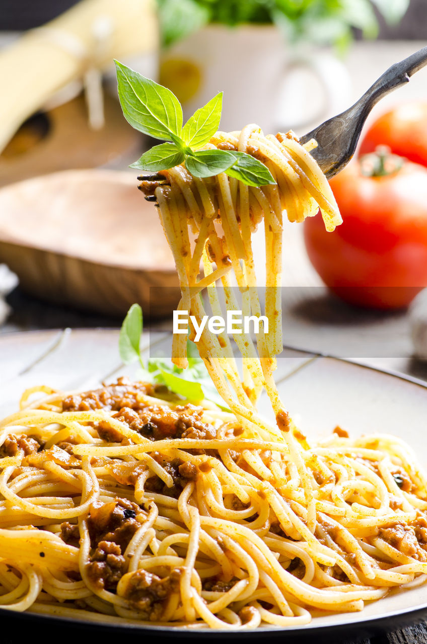 CLOSE-UP OF NOODLES IN PLATE