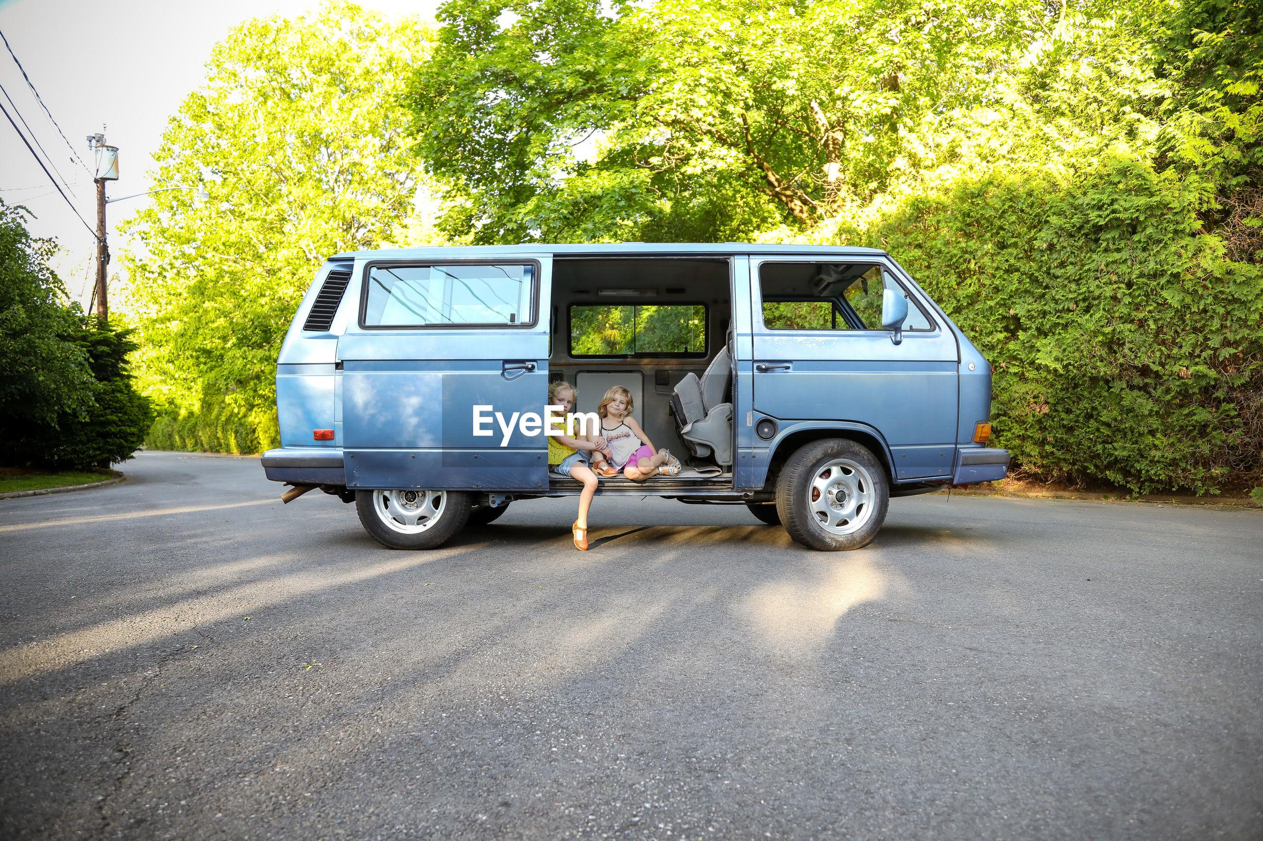 VINTAGE CAR ON ROAD IN PARK