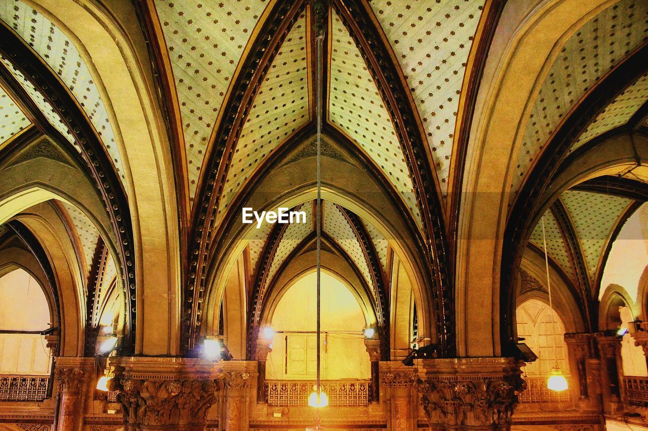 arch, indoors, architecture, history, ceiling, place of worship, travel destinations, built structure, day, no people