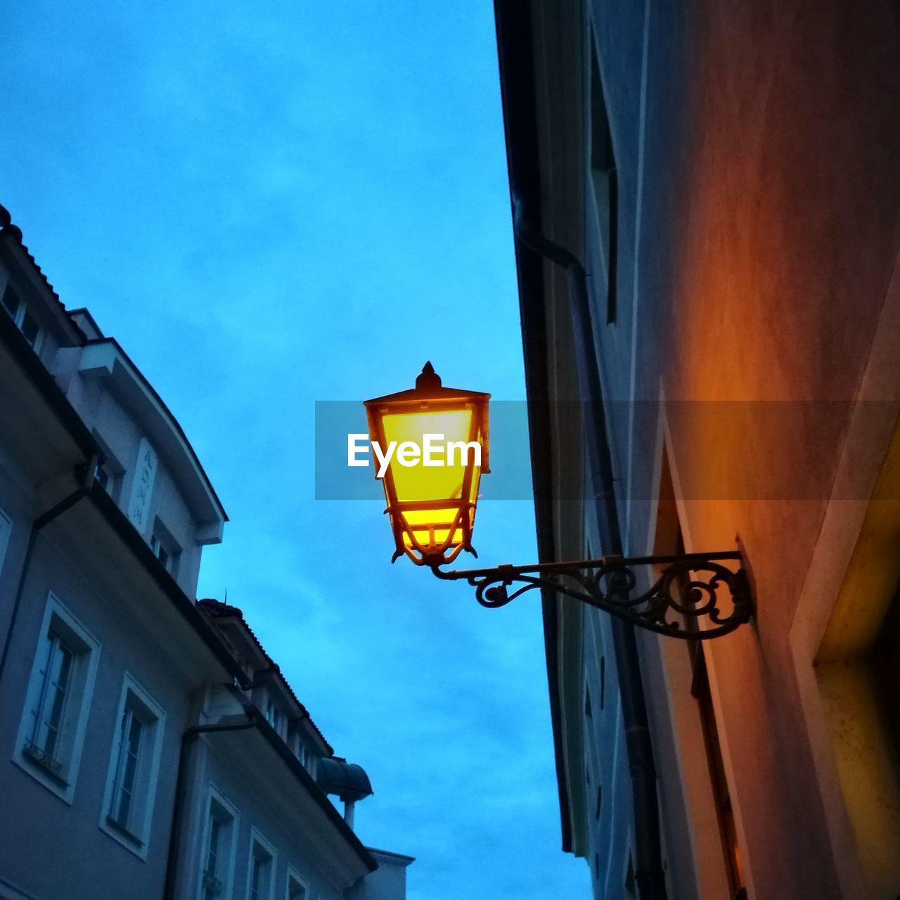 low angle view, lighting equipment, building exterior, architecture, built structure, illuminated, no people, outdoors, street light, sky, window, day