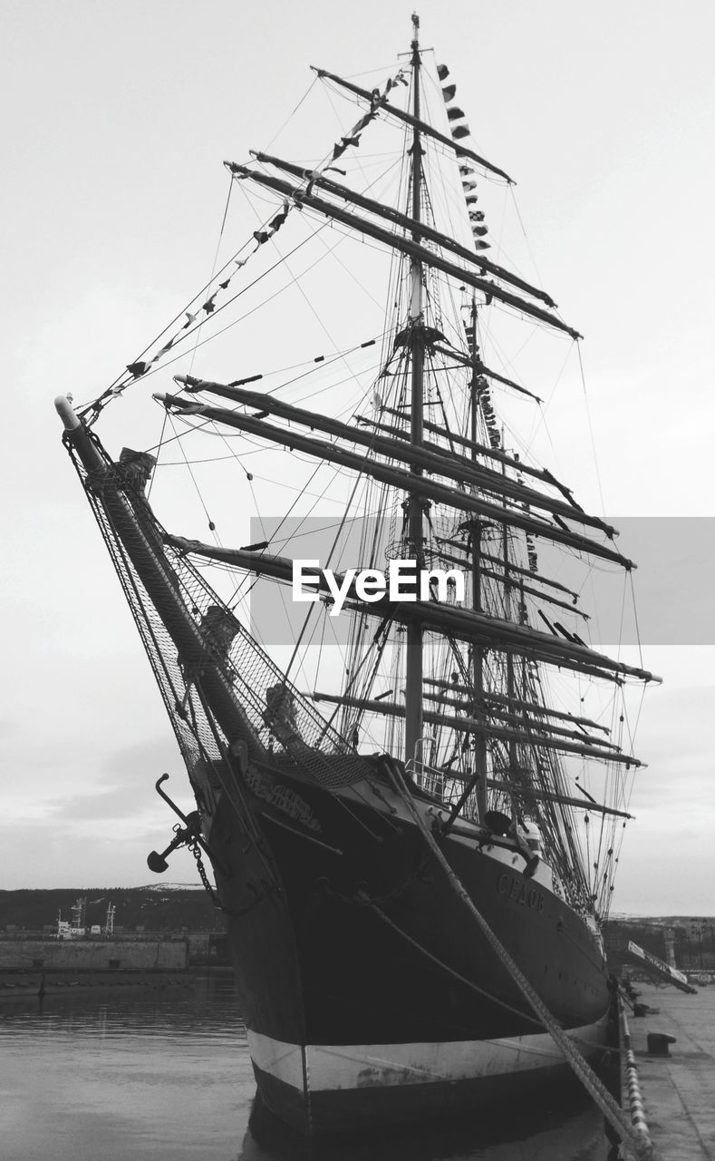 nautical vessel, mode of transport, mast, transportation, sky, outdoors, moored, no people, day, sailing ship, ship, tall ship, sailboat, rigging, sea, nature, water, sailing