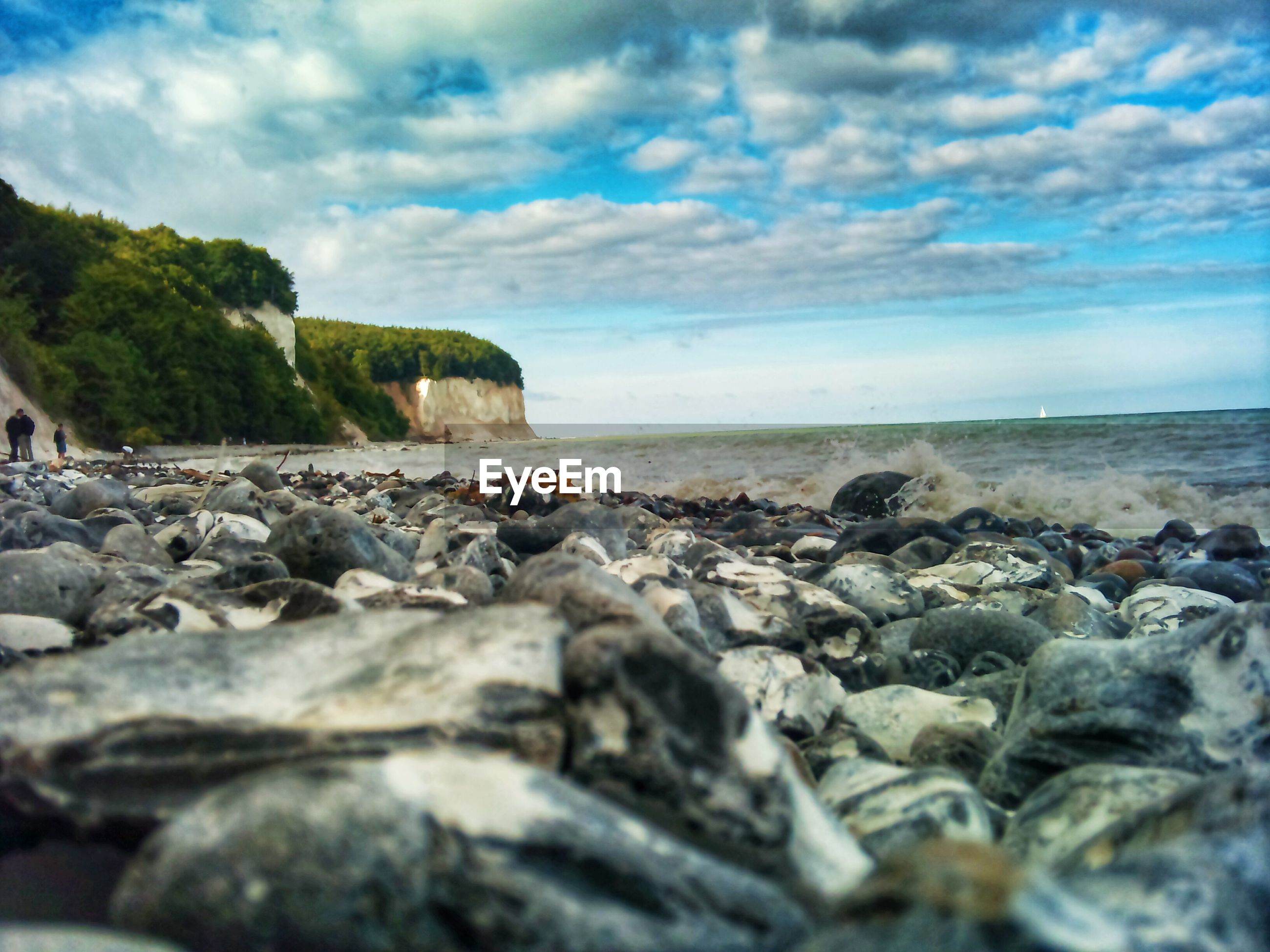sky, sea, rock - object, beach, cloud - sky, water, stone - object, tranquility, tranquil scene, pebble, scenics, shore, beauty in nature, nature, horizon over water, surface level, stone, cloudy, cloud, rock