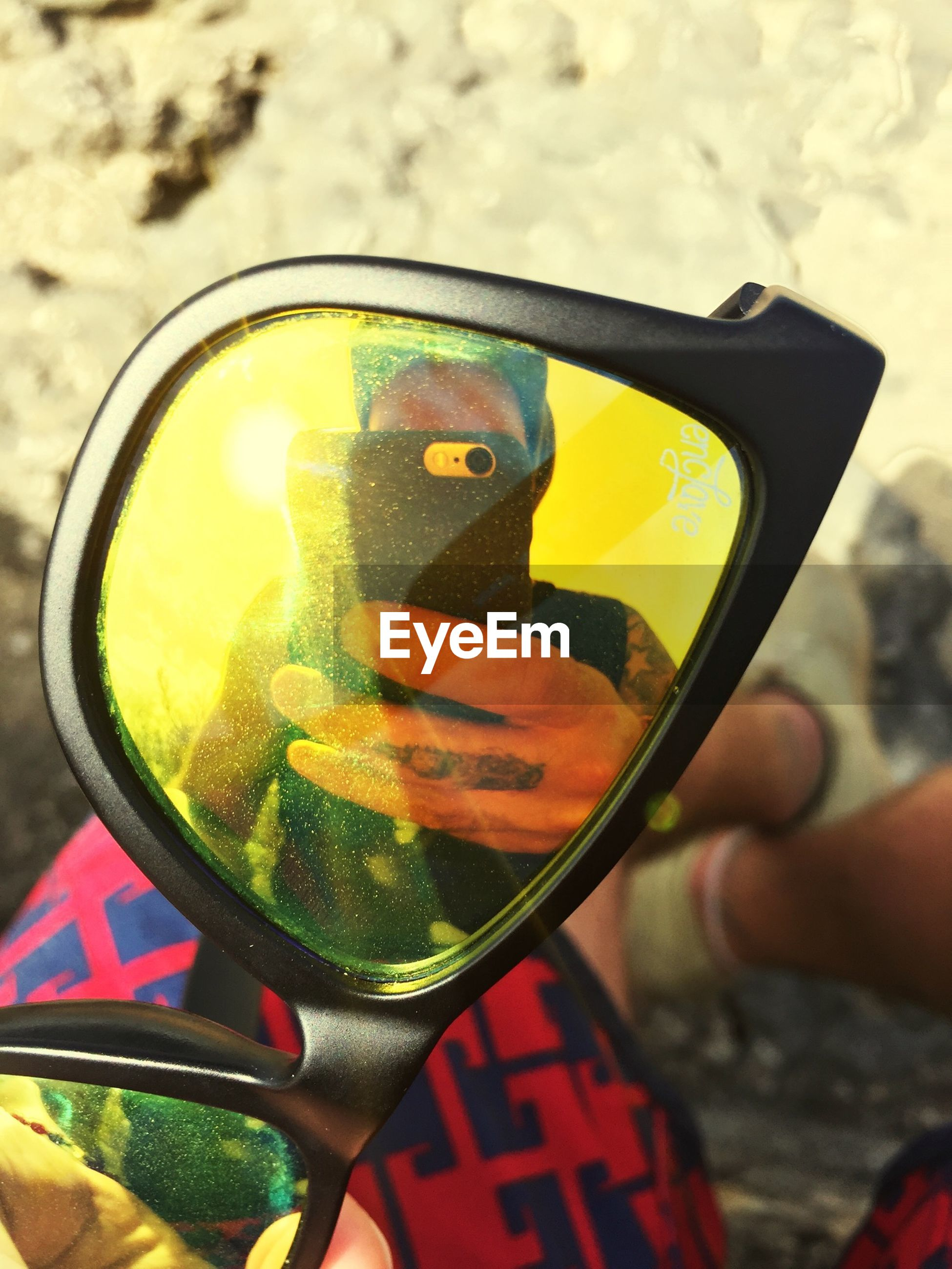 holding, close-up, person, food and drink, lifestyles, leisure activity, drink, focus on foreground, refreshment, part of, sunglasses, unrecognizable person, glass - material, cropped, human finger, men, drinking glass