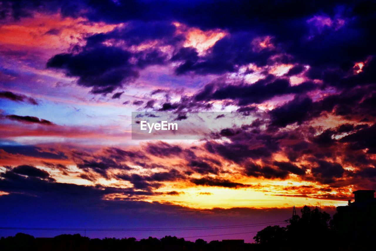 sunset, silhouette, scenics, beauty in nature, sky, cloud - sky, dramatic sky, nature, orange color, tranquil scene, tranquility, no people, outdoors, sea, water, tree