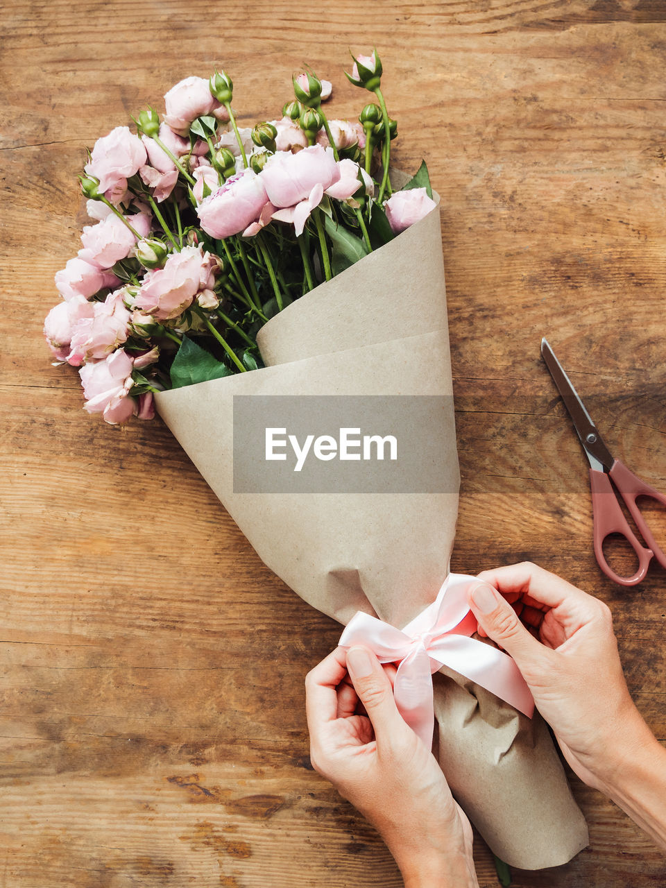 HIGH ANGLE VIEW OF HAND HOLDING BOUQUET OF PINK FLOWER