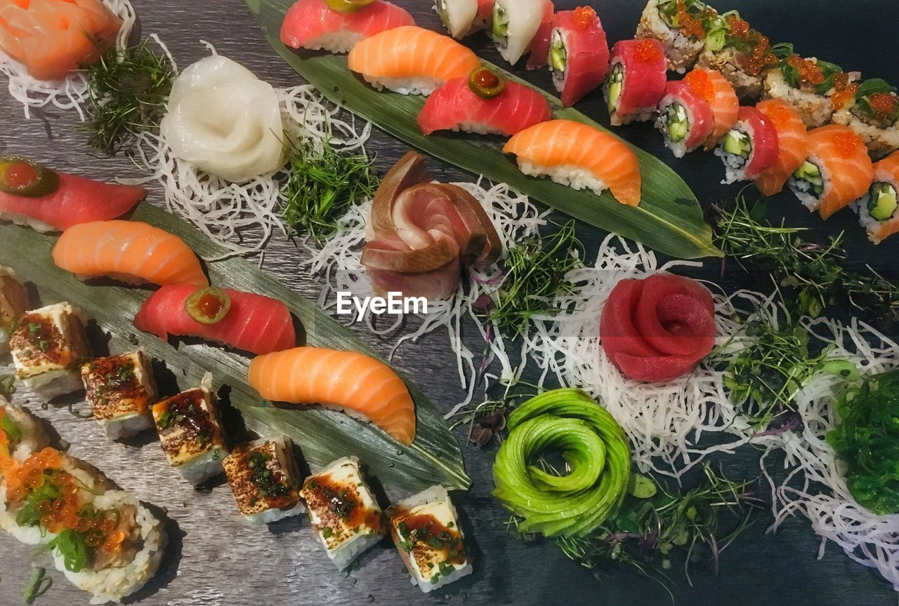 food and drink, food, high angle view, vegetable, no people, freshness, indoors, healthy eating, ready-to-eat, close-up, day