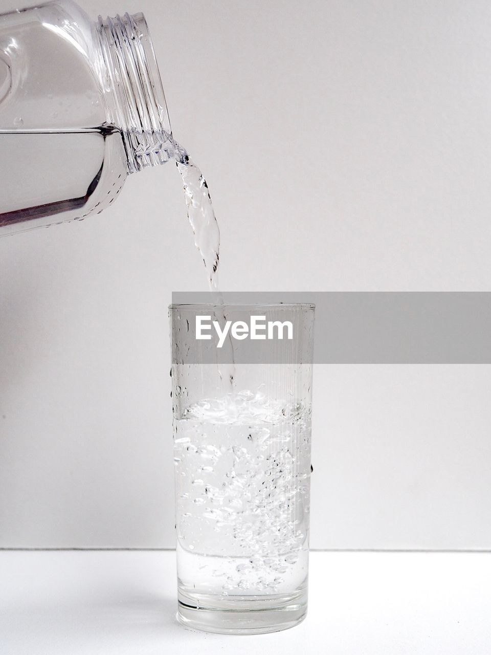 water, studio shot, glass, pouring, drinking glass, indoors, food and drink, household equipment, motion, refreshment, splashing, drink, no people, white background, close-up, transparent, copy space, nature, freshness, purity, running water