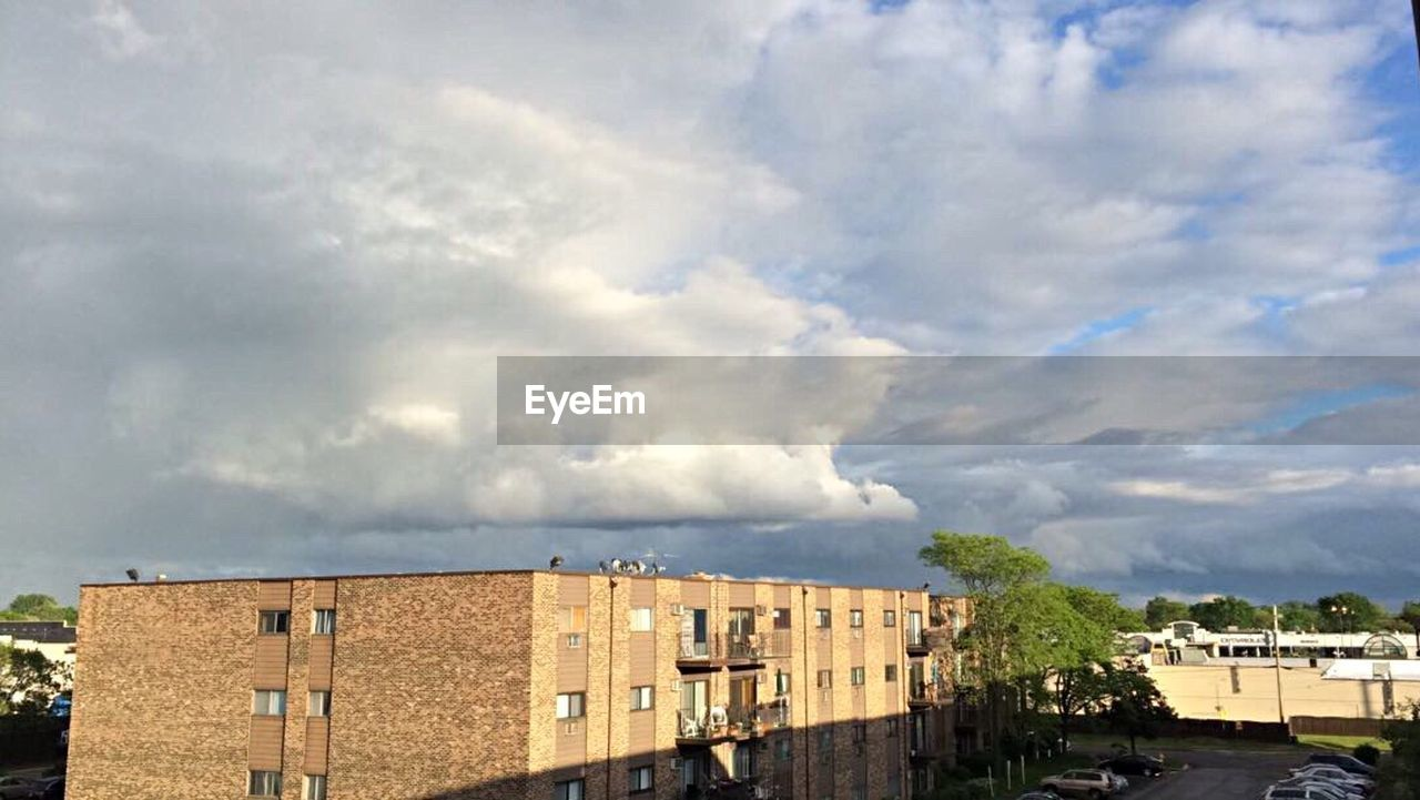 architecture, building exterior, built structure, cloud - sky, sky, day, outdoors, no people, residential building, city, tree
